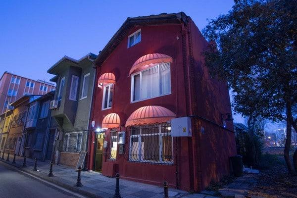 Kadıköy Hasanpaşa Alkol Ruhsatlı Bahçeli müstakil 3 katlı Restourant / Cafe / Bar