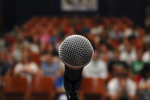 Topluluk Önünde Konuşma Korkusu Nasıl Yenilir?